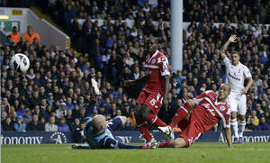 photo -   Tottenham Hotspur's goalkeeper Brad Friedel, left, fails to stop the shot from Queen's Park Rangers' Bobby Zamora, second right, as he scores during their English Premier League soccer match at Tottenham's White Hart Lane stadium in London, Sunday, Sept. 23, 2012. (AP Photo/Alastair Grant)