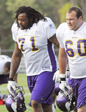 Photo - Former OU tackle Phil Loadholt is making a case to start at right tackle for the Vikings. AP photo