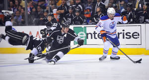 photo - Edmonton Oilers center Teemu Hartikainen, right, controls the puck as Los Angeles Kings&#039; Dustin Penner, left, Trevor Lewis (22) and Matt Greene defend during the first period of an NHL hockey game, Monday, April 2, 2012, in Los Angeles. (AP Photo/Richard Hartog) ORG XMIT: CARH104
