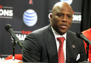 Photo -   Texas Tech interim basketball coach Chris Walker speaks during an NCAA college basketball press conference in Lubbock, Texas, Thursday, Oct. 4, 2012. (AP Photo/Lubbock Avalanche-Journal, Zach Long) LOCAL TV OUT