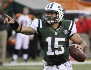 Photo -   New York Jets quarterback Tim Tebow looks downfield in the first half of an NFL preseason football game against the Cincinnati Bengals, Friday, Aug. 10, 2012, in Cincinnati. (AP Photo/Tom Uhlman)