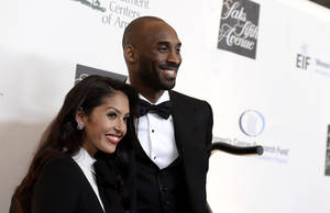 "Photo - Los Angeles Lakers guard Kobe Bryant, right, and his wife Vanessa Bryant arrive at ""An Unforgettable Evening"" benefiting EIF's Women's Cancer Research Fund at The Beverly Wilshire on Thursday, May 2, 2013, in Beverly Hills, Calif. (Photo by Dan Steinberg/Invision/AP)"