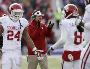 Photo - Oklahoma coach Bob Stoops reacts after a touchdown during an NCAA college football game between the Oklahoma Sooners and the Kansas State University Wildcats at Bill Snyder Family Stadium in Manhattan, Kan., Saturday, Nov. 23, 2013. Oklahoma won 41-31. Photo by Bryan Terry, The Oklahoman