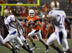 photo - Oklahoma State quarterback Clint Chelf scrambles during the college football game between the University of Tulsa (TU) and Oklahoma State University (OSU) at Boone Pickens Stadium in Stillwater, Oklahoma, Saturday, September 18, 2010. Photo by Sarah Phipps, The Oklahoman