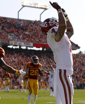 Photo - Oklahoma's Kenny Stills (4) celebrates after a touchdown during a college football game between the University of Oklahoma (OU) and Iowa State University (ISU) at Jack Trice Stadium in Ames, Iowa, Saturday, Nov. 3, 2012. Photo by Bryan Terry, The Oklahoman