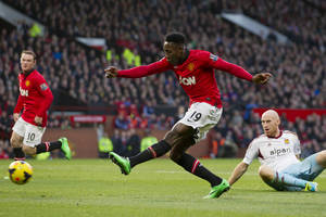 Photo - Manchester United's Danny Welbeck, centre, scores against West Ham United during their English Premier League soccer match at the Old Trafford Stadium, Manchester, England, Saturday, Dec. 21, 2013. (AP Photo/Jon Super)