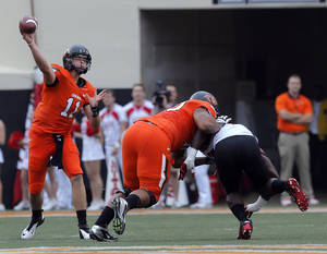 photo - Oklahoma State&#039;s Wes Lunt (11) throws during a college football game between Oklahoma State University (OSU) and the University of Louisiana-Lafayette (ULL) at Boone Pickens Stadium in Stillwater, Okla., Saturday, Sept. 15, 2012. Photo by Sarah Phipps, The Oklahoman