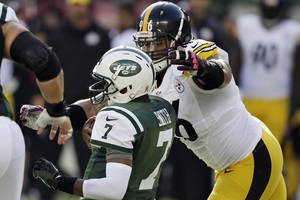 Photo - Pittsburgh Steelers' Ziggy Hood (96) tackles New York Jets' Geno Smith (7) during the second half of an NFL football game on Sunday, Oct. 13, 2013, in East Rutherford, N.J. The Steelers won 19-6. (AP Photo/Seth Wenig)
