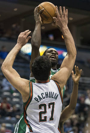 Photo - Milwaukee Bucks' Zaza Pachulia tries to block Boston Celtics' Jeff Green during the first half of an NBA basketball game, Monday, Feb. 10, 2014, in Milwaukee. (AP Photo/Tom Lynn)