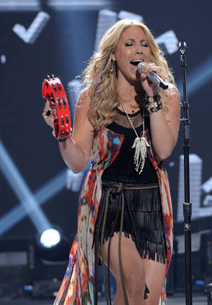 "Photo -   In this April 25, 2012 photo released by Fox, contestant Elise Testone performs on the singing competition series ""American Idol,"" in Los Angeles. (AP Photo/Fox, Michael Becker)"