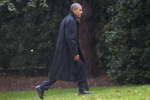 Photo -   After canceling his appearance at a morning campaign rally in Orlando, Fla., President Barack Obama walks toward the White House in a driving rain after returning to Washington to monitor preparations for early response to Hurricane Sandy, Monday, Oct. 29, 2012. (AP Photo/Jacquelyn Martin)