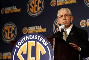 Photo -   SEC Commissioner Mike Slive speaks to the media at the Southeastern Conference NCAA college football media day in Hoover, Ala. on July 17, 2012. (AP Photo/Butch Dill)