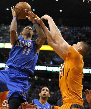Photo - Dallas Mavericks shooting guard Monta Ellis (11) is fouled by Phoenix Suns center Alex Len (21) in the first quarter during an NBA basketball game on Friday, Jan. 17, 2014, in Phoenix. (AP Photo/Rick Scuteri)