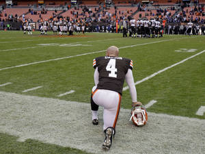 Photo -   Cleveland Browns placekicker Phil Dawson watches the final seconds of a 25-15 loss to the Baltimore Ravens in an NFL football game on Sunday, Nov. 4, 2012, in Cleveland. Dawson kicked five field goals to account for all of the Browns' points. (AP Photo/Tony Dejak)
