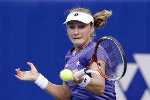photo -   Ekaterina Makarova of Russia returns a shot against Maria Jose Martinez Sanchez of Spain during the quarterfinal match of the Korea Open tennis championships in Seoul, South Korea, Friday, Sept. 21, 2012. Makarova won the match 6-1, 6-1. (AP Photo/Lee Jin-man)