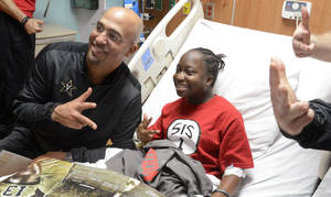 Photo - Vanderbilt coach James Franklin poses with Jessica Morris, 17 of Birmingham, as they flash a V for Vanderbilt sign at Children's of Alabama Hospital in Birmingham, Ala., Wednesday, Jan. 1, 2014. Houston plays Vanderbilt in the BBVA Compass Bowl on Saturday (AP Photo/AL.com, Mark Almond) MAGS OUT