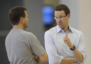 Photo - OKLAHOMA CITY THUNDER / MIAMI HEAT/ NBA FINALS / NBA BASKETBALL: Scott Brooks, left, listens to general manager Sam Presti after the Thunder practice Sunday, June 10, 2012. Photo by Doug Hoke, The Oklahoman