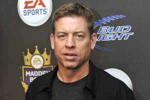 photo - NFL Hall of Fame quarterback Troy Aikman, an analyst for FOX Sports, was an All-Stater at Henryetta High School. AP PHOTO