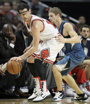 Photo -   Chicago Bulls guard Kirk Hinrich (12), left, controls the ball as Minnesota Timberwolves guard Luke Ridnour (13) guards during the first half of an NBA basketball game in Chicago on Saturday, Nov. 10, 2012. (AP Photo/Nam Y. Huh)