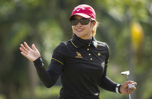 Photo -   Thailand's Pornanong Phatlum waves after winning the HSBC LPGA Brazil Cup in Rio de Janeiro, Brazil, Sunday, May 6, 2012. (AP Photo/Victor R. Caivano)