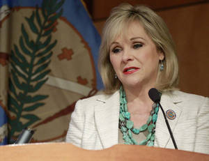 photo -   Oklahoma Gov. Mary Fallin addresses a group on natural gas vehicles in Oklahoma City, Wednesday, Aug. 8, 2012. Officials with automobile manufacturers, converters and dealers are meeting in Oklahoma City to discuss a request for proposal from nearly two dozen states for the nation's auto makers to produce natural gas-powered vehicles for state fleets. (AP Photo/Sue Ogrocki)