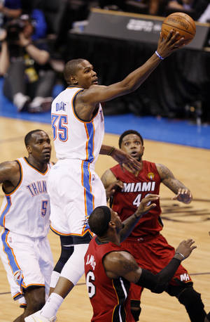 Photo - The Thunder's Kevin Durant goes to the hoop against Miami. Photo by Nate Billings, The Oklahoman
