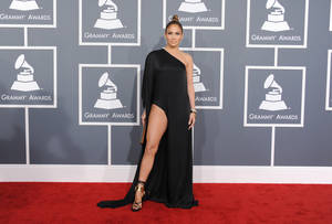 photo - Jennifer Lopez arrives at the 55th annual Grammy Awards on Sunday, Feb. 10, 2013, in Los Angeles.  (Photo by Jordan Strauss/Invision/AP)