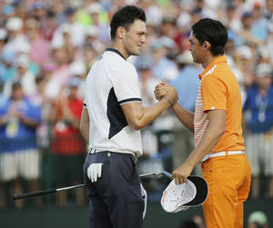 Photo - Martin Kaymer, of Germany, left, shakes hand with Rickie Fowler after winning the U.S. Open golf tournament in Pinehurst, N.C., Sunday, June 15, 2014.  (AP Photo/Eric Gay)