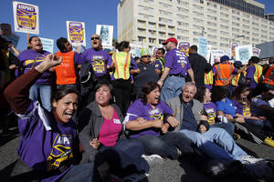 photo -   Union workers at Los Angeles International Airport chant their slogans during a protest in Los Angeles, Wednesday, Nov. 21, 2012. Hundreds of union members marched Wednesday near the entrance to Los Angeles International Airport, where Thanksgiving travelers were warned to arrive early in case of traffic snarls. (AP Photo/Jae C. Hong)