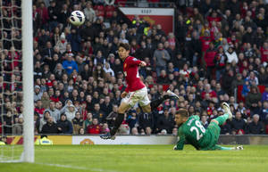 photo - Manchester United's Shinji Kagawa, centre, scores past Norwich's goalkeeper Mark Bunn during their English Premier League soccer match at Old Trafford Stadium, Manchester, England, Saturday March 2, 2013. (AP Photo/Jon Super)
