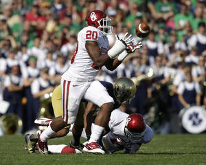 Photo - Oklahoma's Frank Shannon (20) intercepts a pass from Notre Dame's Tommy Rees during the first half of an NCAA college football game on Saturday, Sept. 28, 2013, in South Bend, Ind. (AP Photo/Darron Cummings)