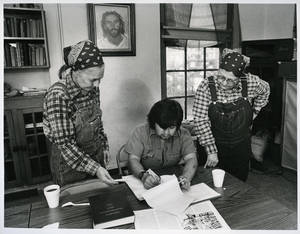 Photo - Jesus House co-founder Betty Adams talks with Richard Wong Garcia and Jesus House co-founder Ruth Wynne in this 1985 photograph.  <strong>DAVID MCDANIEL - STAFF</strong>