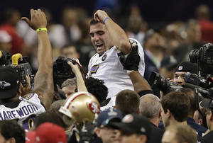 photo - Baltimore Ravens quarterback Joe Flacco (5) is lifted into the air by teammates after defeating the San Francisco 49ers 34-31 in the NFL Super Bowl XLVII football game, Sunday, Feb. 3, 2013, in New Orleans. (AP Photo/Bill Haber)