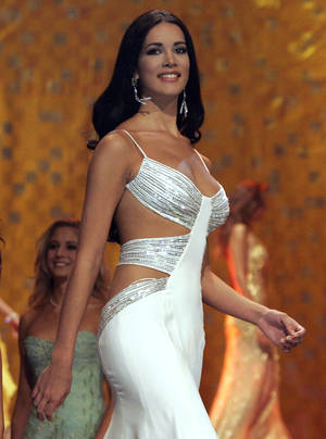 Photo - CORRECTS YEAR OF KILLING - FILE - In this May 31, 2005 file photo, Monica Spear, Miss Venezuela 2005, competes at the Miss Universe competition in Bangkok, Thailand.  Venezuelan authorities say the soap-opera actress and former Miss Venezuela and her husband were shot and killed resisting a robbery after their car broke down. Prosecutors said in a statement that Monica Spear and Henry Thomas Berry were slain late Monday, Jan. 6, 2014 near Puerto Cabello, Venezuela's main port. (AP Pool/Rungroj Yongrit, Pool)