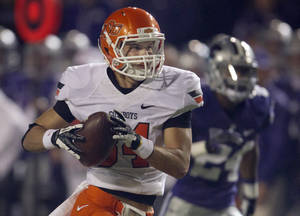 Photo - Oklahoma State wide receiver Austin Hays (84) races to the end zone ahead of Kansas State defensive back Nigel Malone (24) to score a touchdown during the first half of an NCAA college football game in Manhattan, Kan., Saturday, Nov. 3, 2012. (AP Photo/Orlin Wagner) ORG XMIT: KSOW103