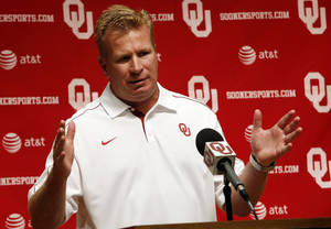 photo - OU COLLEGE FOOTBALL: Defensive Coordinator Mike Stoops speaks with the media during the Meet the Sooners event at the University of Oklahoma on Saturday, Aug. 4, 2012, in Norman, Okla.  Photo by Steve Sisney, The Oklahoman