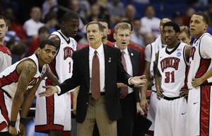 photo - UNIVERSITY OF NEVADA, LAS VEGAS / REACTION: UNLV head coach Lon Kruger and his team react during a break in action against Illinois in the second half of a Southwest Regional NCAA tournament second round college basketball game, Friday, March 18, 2011 in Tulsa, Okla. (AP Photo/Charlie Riedel)  ORG XMIT: OKKJ178 <strong>Charlie Riedel - AP</strong>