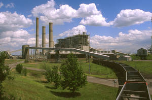 Photo - Oklahoma Gas and Electric Co.'s Muskogee coal plant is shown in this photo from 2007. The Sierra Club said Thursday that a new analysis shows sulfur dioxide emissions from Muskogee and the Sooner plant near Red Rock may run afoul of new federal standards about to be implemented. <strong>PROVIDED - Provided</strong>