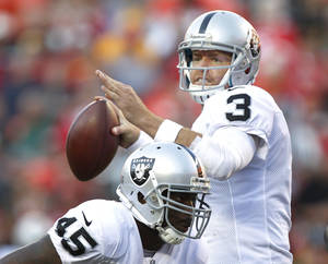 photo -   Oakland Raiders quarterback Carson Palmer (3) passes behind the blocking of fullback Marcel Reece (45) during the second half of an NFL football game against the Kansas City Chiefs at Arrowhead Stadium in Kansas City, Mo., Sunday, Oct. 28, 2012. (AP Photo/Ed Zurga)