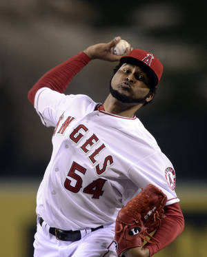 Photo -   Los Angeles Angels starting pitcher Ervin Santana throws to the plate during the second inning of their baseball game against the Chicago White Sox, Friday, Sept. 21, 2012, in Anaheim, Calif. AP Photo/Mark J. Terrill)