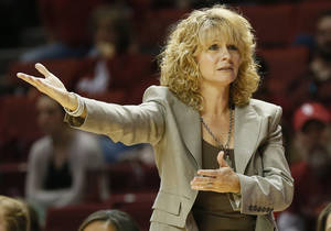 photo - REACTION: OU head coach Sherri Coale reacts to a call in the second half during a women's college basketball game between the University of Oklahoma (OU) and Cal State Northridge at the Lloyd Noble Center in Norman, Okla., Saturday, Dec. 29, 2012. OU won, 79-57.  Photo by Nate Billings, The Oklahoman