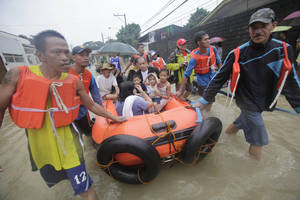 photo -   Residents are evacuated by rescuers in Marikina, east of Manila, Philippines, Tuesday Aug. 7, 2012. Relentless rains submerged half of the sprawling Philippine capital, triggered a landslide that killed eight people and sent emergency crews scrambling Tuesday to rescue and evacuate tens of thousands of residents. (AP Photo/John Javellana)