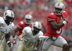 Photo -   Ohio State's Braxton Miller breaks away from Central Florida players on his way to a touchdown during the first quarter of an NCAA college football game Saturday, Sept. 8, 2012, in Columbus, Ohio. (AP Photo/Jay LaPrete)
