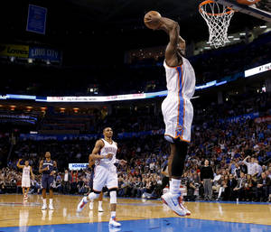 photo - Oklahoma City's Kendrick Perkins (5) dunks the ball during the NBA basketball game between the Oklahoma City Thunder and the Memphis Grizzlies at the Chesapeake Energy Arena in Oklahoma City,  Thursday, Jan. 31, 2013.Photo by Sarah Phipps, The Oklahoman