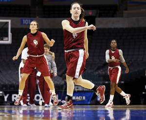 Photo - The OU Sooners, including Eden Williams (33), middle, warm up before practice during the press conference and practice day at the Oklahoma City Regional for the NCAA women's college basketball tournament at Chesapeake Energy Arena in Oklahoma City, Saturday, March 30, 2013. Photo by Nate Billings, The Oklahoman