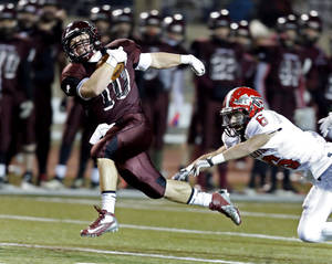 Photo - Blanchard's Braden Stringer runs past Plainview's Gage Kennedy during a Class 3A playoff game earlier this month. Stringer and Kingfisher's Landon Nault haven't received any Division I offers despite being two of the top running backs in the state. Photo by Steve Sisney, The Oklahoman