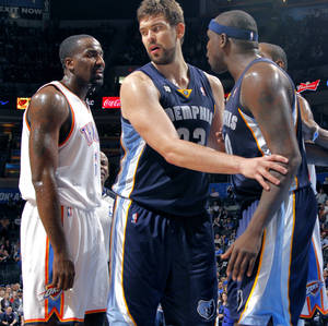 photo - Memphis&#039; Marc Gasol (33) steps between Oklahoma City&#039;s Kendrick Perkins (5) and Memphis&#039; Zach Randolph (50) as they are both ejected from the game during the NBA basketball game between the Oklahoma City Thunder and the Memphis Grizzlies at Chesapeake Energy Arena on Wednesday, Nov. 14, 2012, in Oklahoma City, Okla.   Photo by Chris Landsberger, The Oklahoman