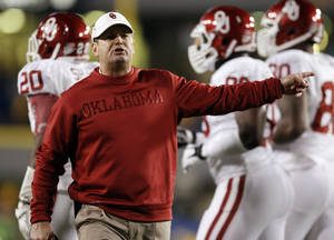 photo - OU head coach Bob Stoops yells at an official during a college football game between the University of Oklahoma and West Virginia University on Mountaineer Field at Milan Puskar Stadium in Morgantown, W. Va., Nov. 17, 2012. OU won, 50-49. Photo by Nate Billings, The Oklahoman