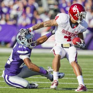 Photo - Oklahoma wide receiver Kenny Stills (4) decided to enter this year's draft despite being told he was likely a third-round pick at best. The Browns did interview him during their pre-draft preparations. MCT file