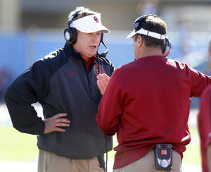 Photo - Mike Stoops OU defensive coordinator  Photo by Bryan Terry,  The Oklahoman